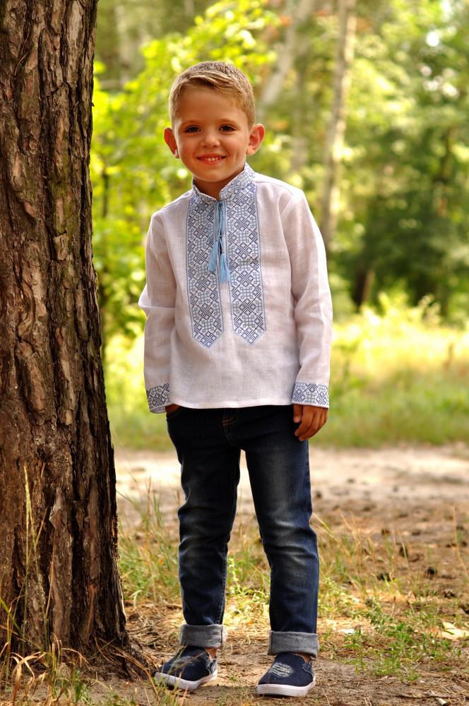 Белая вышиванка для мальчика на длинный рукав с голубой вышивкой (Д071-213), фото 1