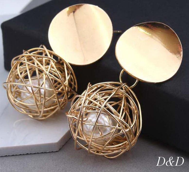 Серьги гвоздики золотой плетенный шар с жемчужинкой