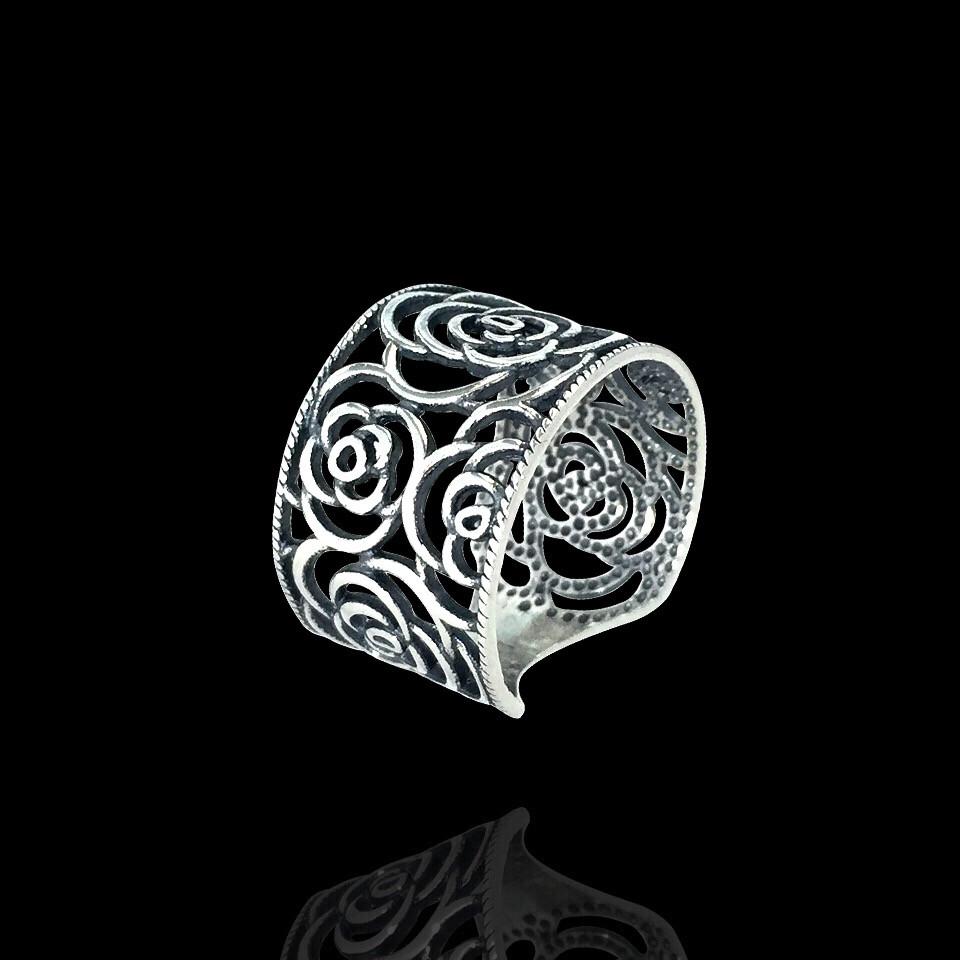 Серебряное кольцо Розы