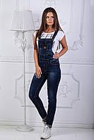 Женский стильный джинсовый комбинезон с карманом на клапане, фото 1