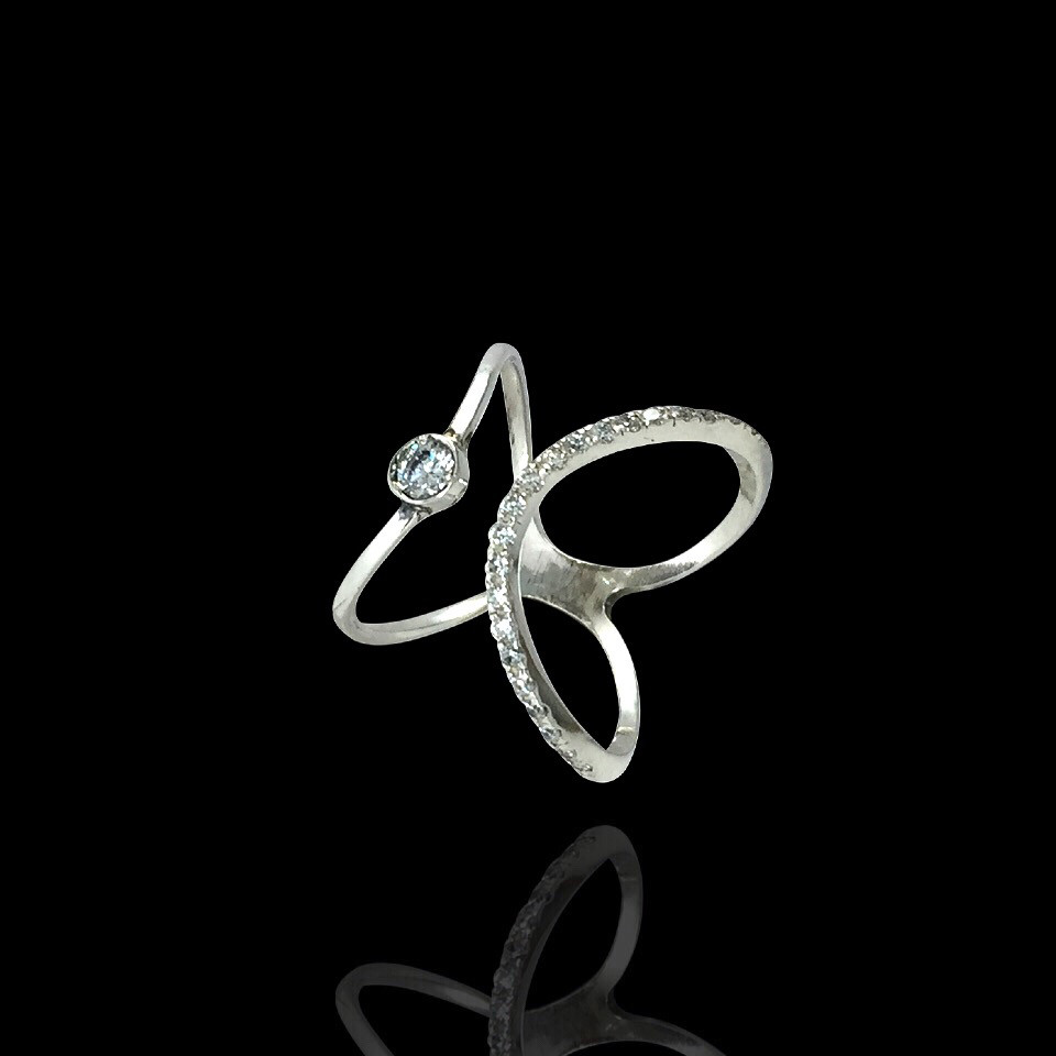 Серебряное кольцо с фианитами, 23 камня