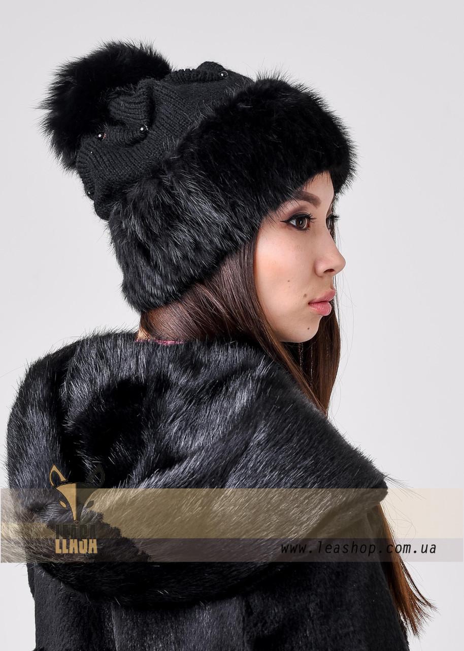 Вязаная черная шапка с меховым бубоном