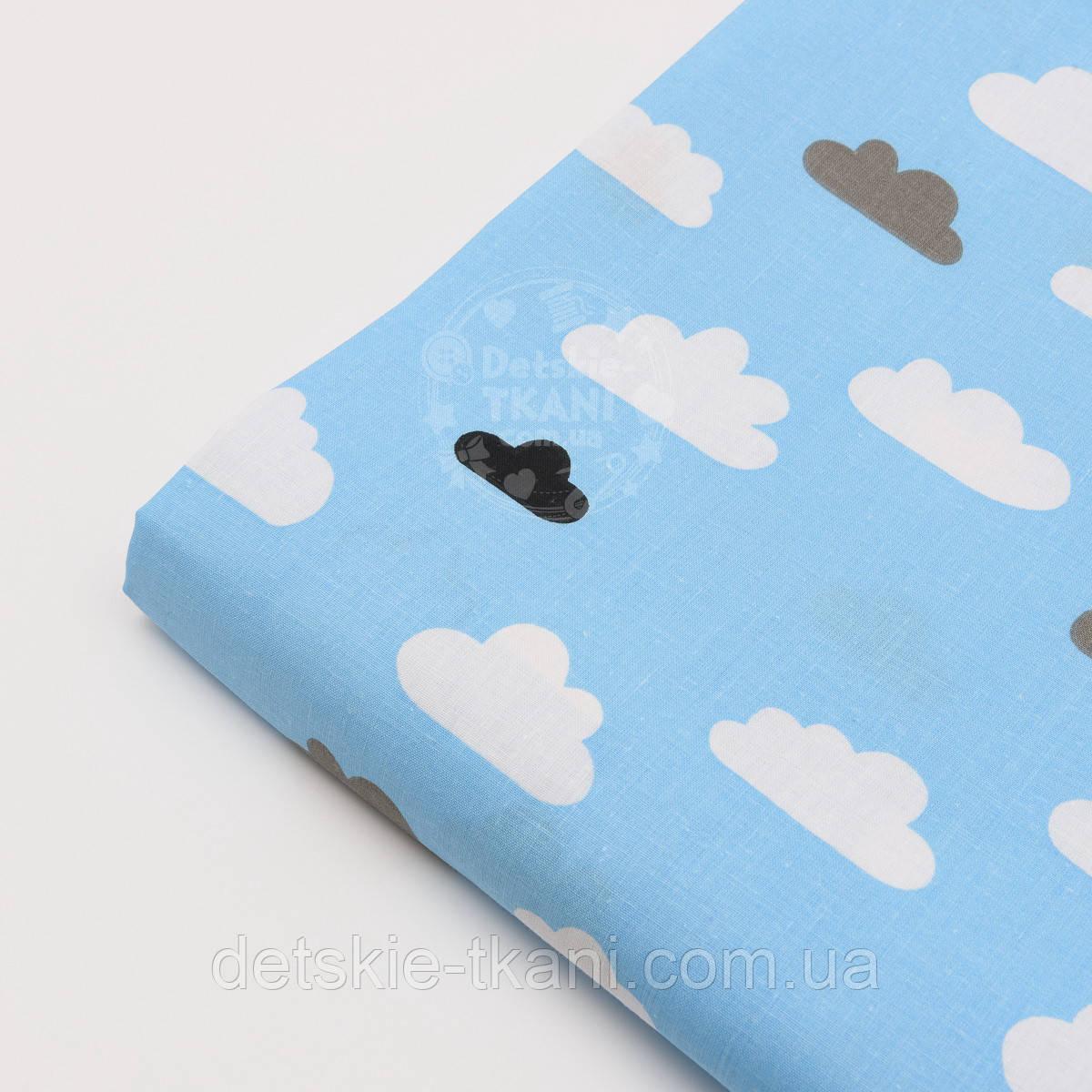 Лоскут ткани №689а с облаками серыми и белыми на голубом фоне, размер 34*80 см