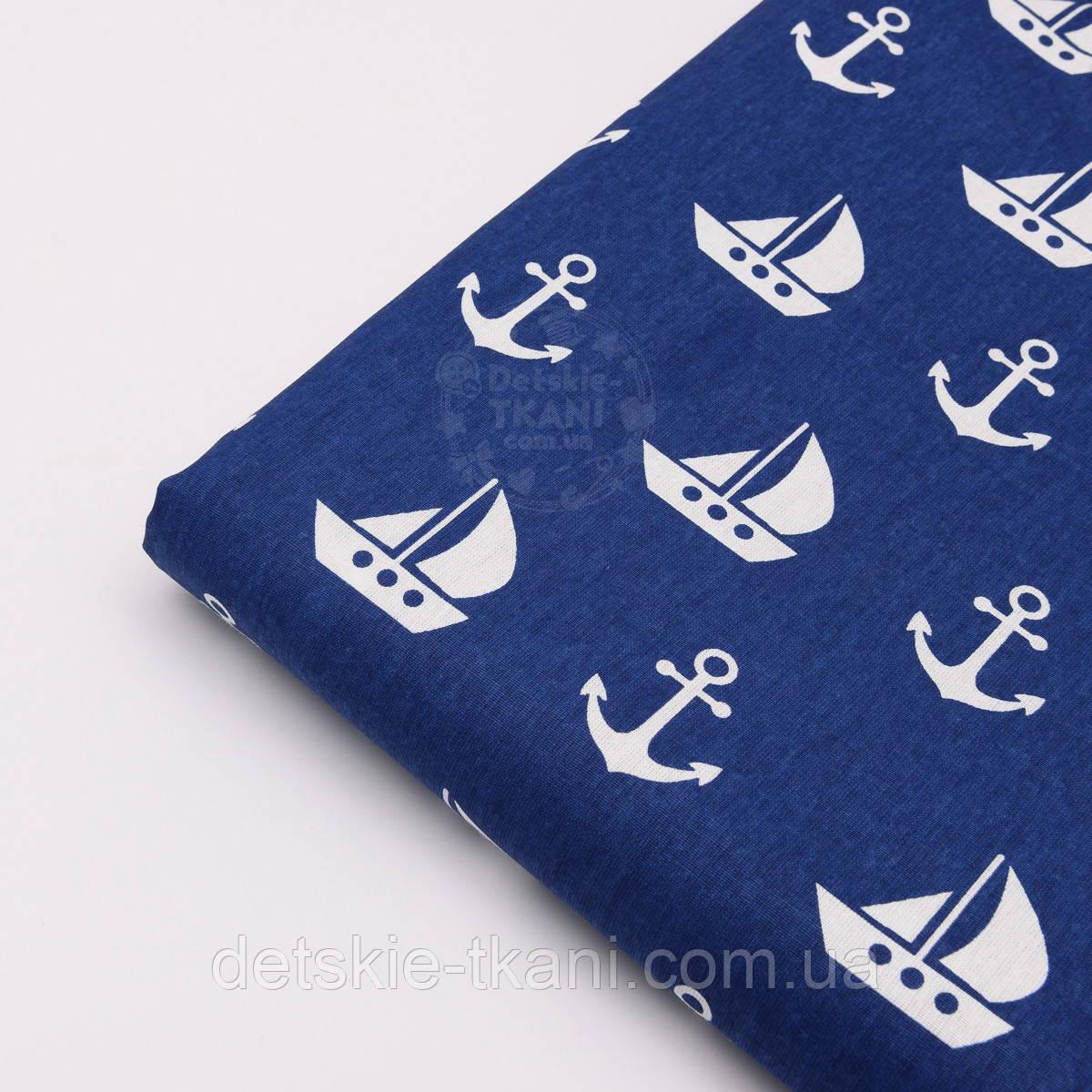 Лоскут ткани №588 синего цвета с парусниками и якорями