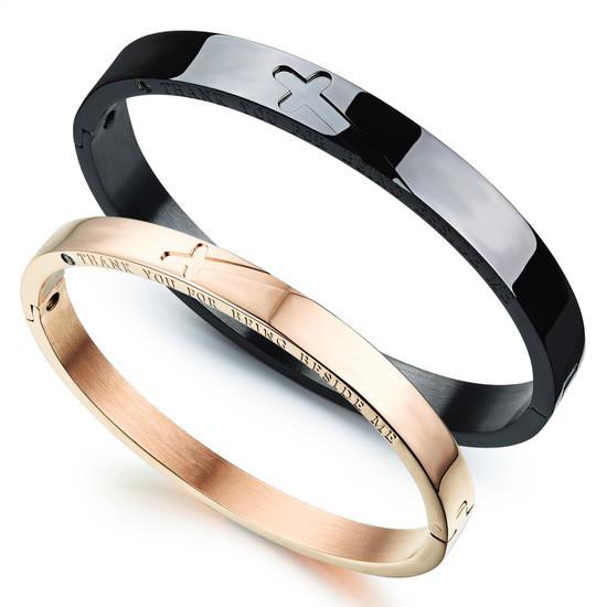 Жесткие парные браслеты для двоих влюбленных черный и золотой медицинская сталь цирконий позолота гравировка