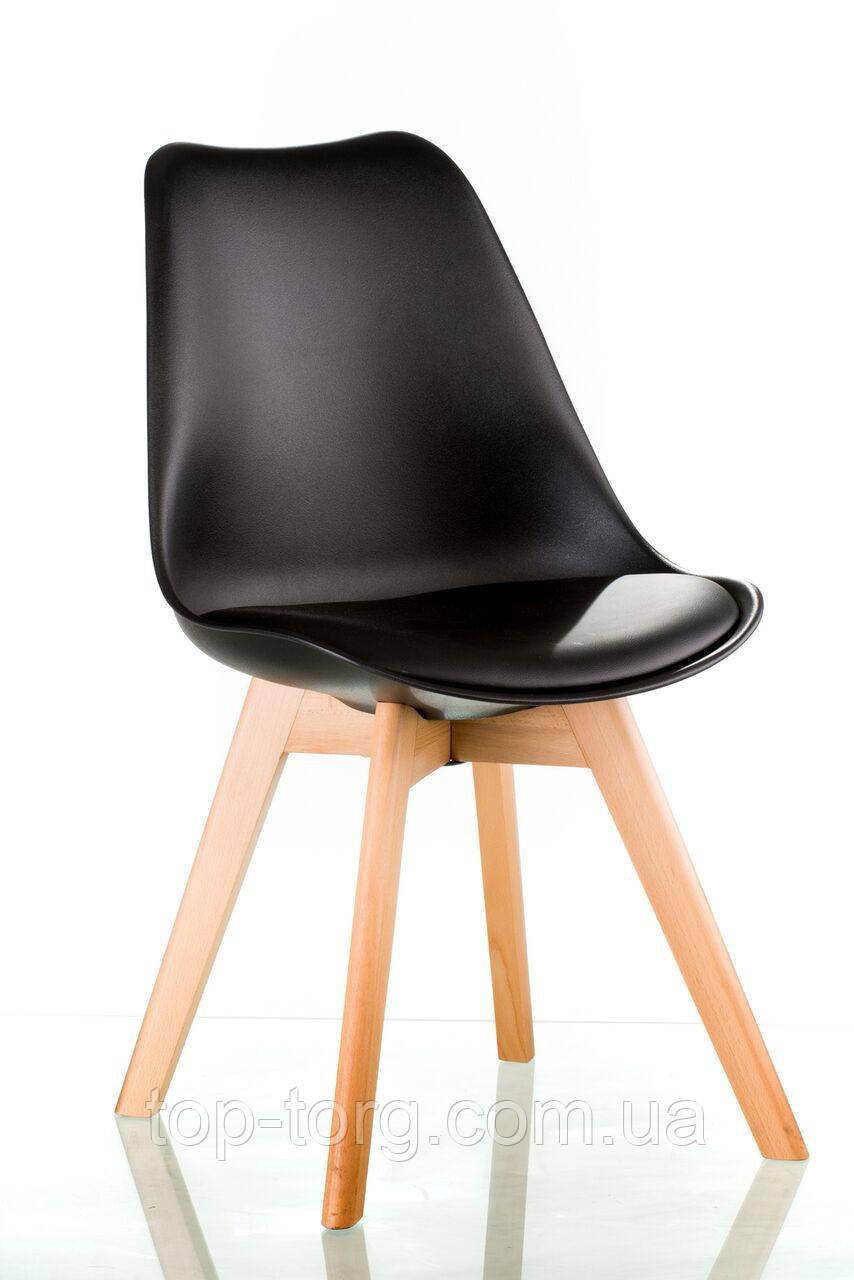 Стул Sedia black черный пластиковый с мягким сиденьем, деревянными ножками