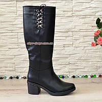 Сапоги женские демисезонные на невысоком устойчивом каблуке, декорированы шнуровкой
