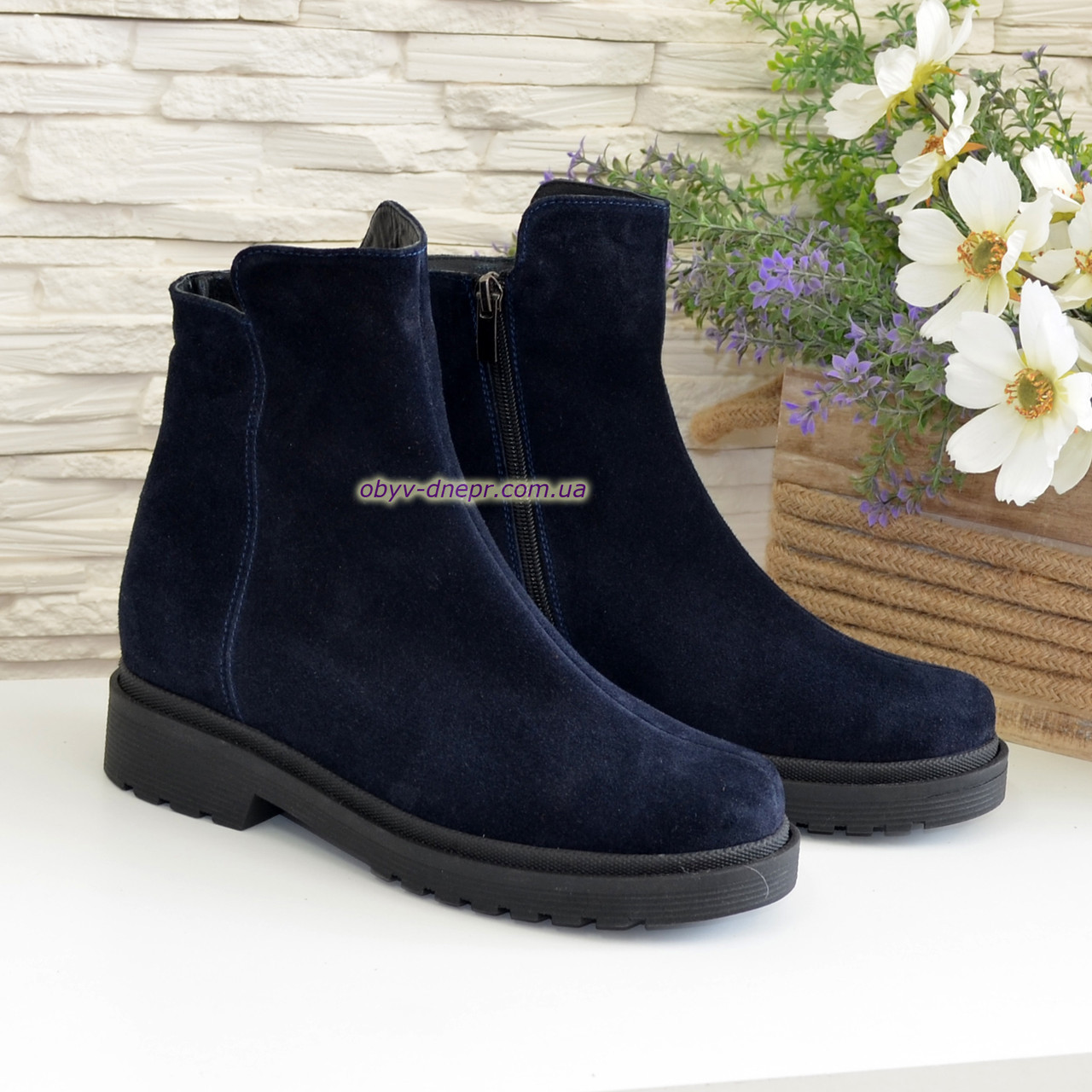 Ботинки женские замшевые демисезонные на маленьком каблуке, цвет синий