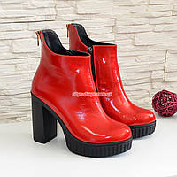 Ботинки лаковые женские демисезонные на высоком каблуке, декорированы молнией, фото 1