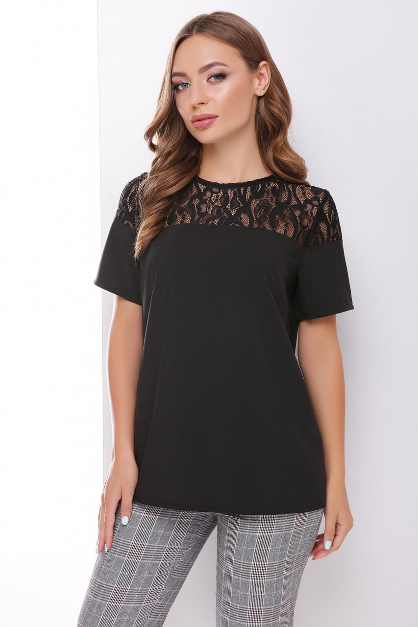 Легкая блузка с короткими рукавами и гипюровой кокеткой черная