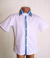 Вышитая рубашка для мальчика с коротким рукавом.