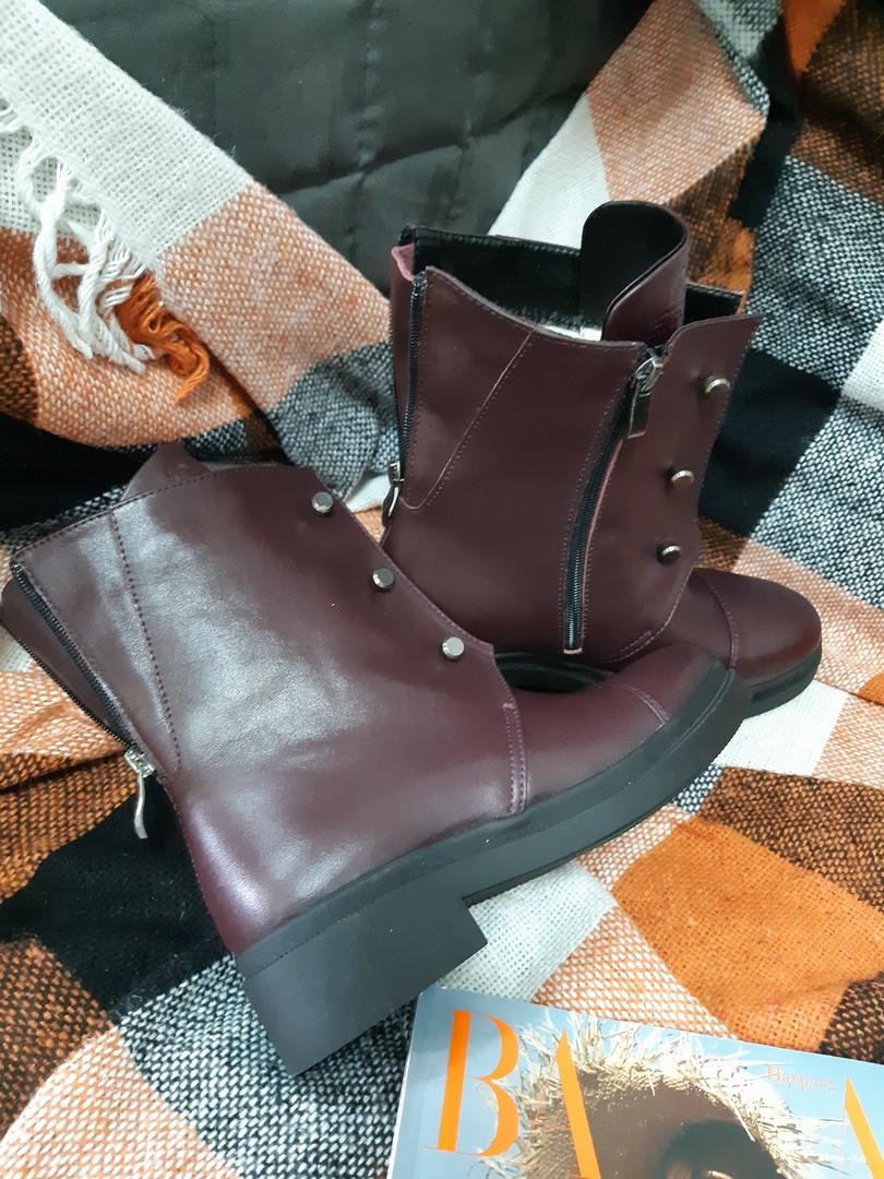 Кожаные женские ботинки бордового цвета