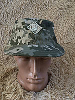 Камуфляжная кепка пиксель с кокардой