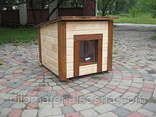 Утепленная будка для средней собаки с деревянной съемной крышей