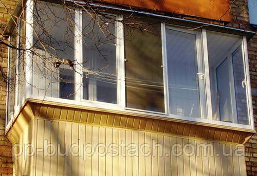 Облицювання балкона пластиком