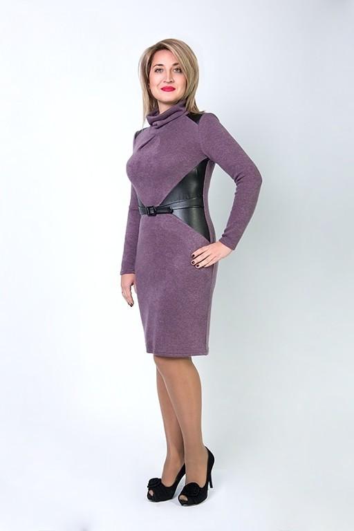 Модное батальное платье со вставками кожзама