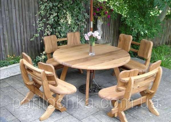 Деревянный стол с сиденьями