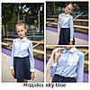 Блузка  голубая кружевным цветком