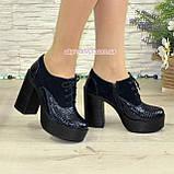 Женски синие туфли на высоком устойчивом каблуке, на шнуровке, натуральная кожа питон и замша, фото 3