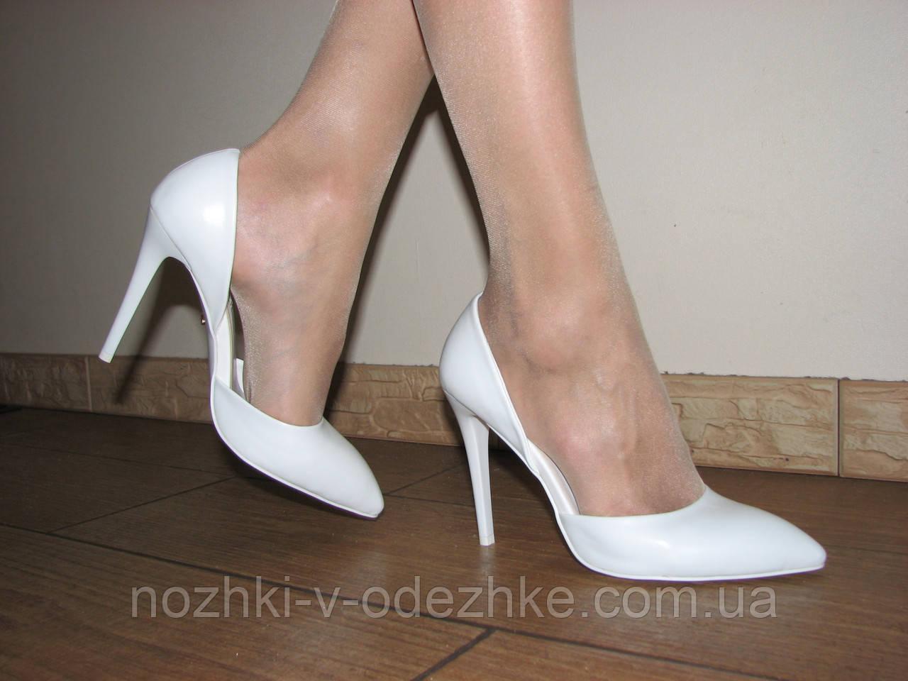 837add889d60 Женские белые лаковые туфли лодочки на шпильке открытые бока 38 на стопу  24,8 см