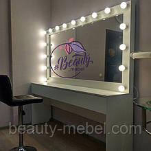 Широкий гримерный стол с большим зеркалом, зеркало с лампами