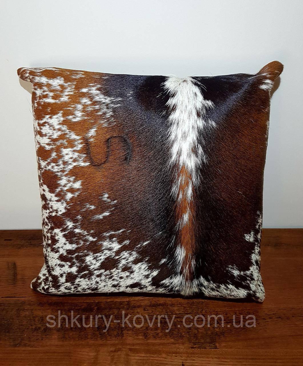 Шикарная декоративная подушка из шкуры буйвола с тавром