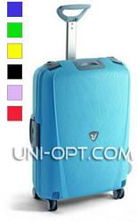 Средний пластиковый чемодан Roncato Light на 4 колесах