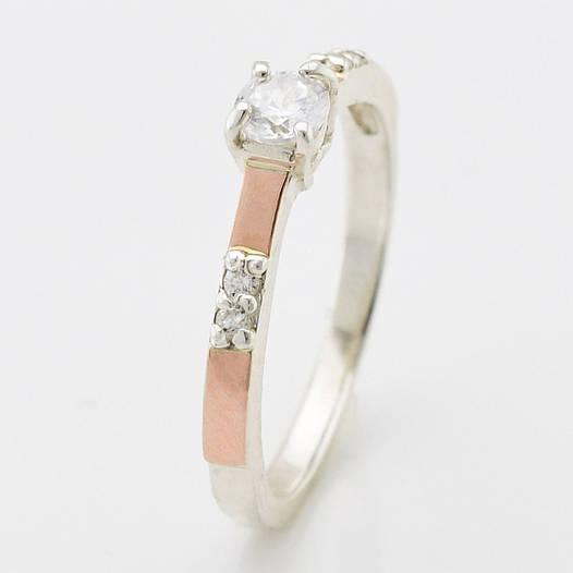 """Серебряное кольцо с золотыми пластинами """"Рио"""", вставка белые фианиты, вес 1.93 г, размер 14"""