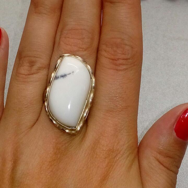 Агат кольцо с натуральным белым агатом в серебре. Размер 18. Индия