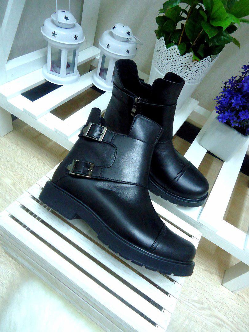 Черные кожаные женские ботинки на осень