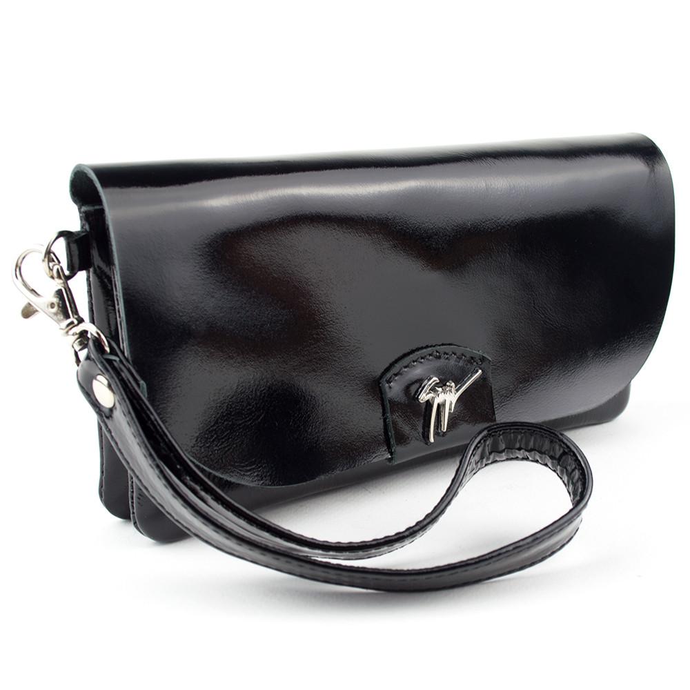 Черный лаковый клатч из натуральной кожи