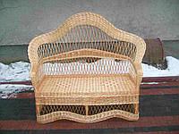 Садовый диван из лозы с высокой спинкой