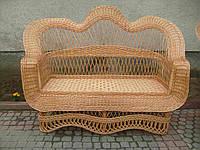 Плетеный диван с высокой спинкой