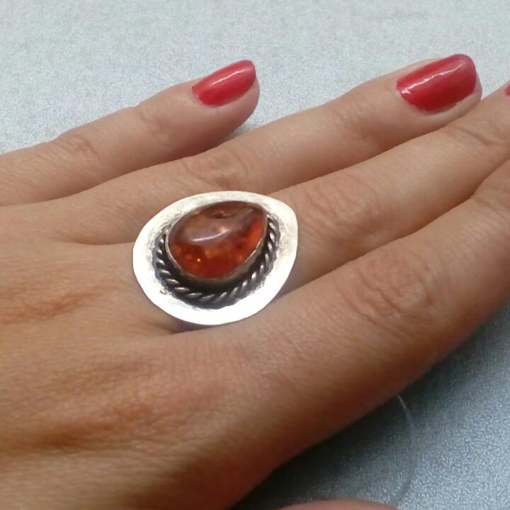 Янтарь кольцо с янтарем в серебре 18 размер Индия