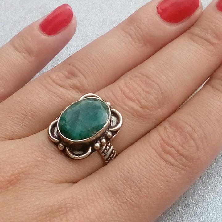 Изумруд кольцо с натуральным изумрудом в серебре 18 размер Индия