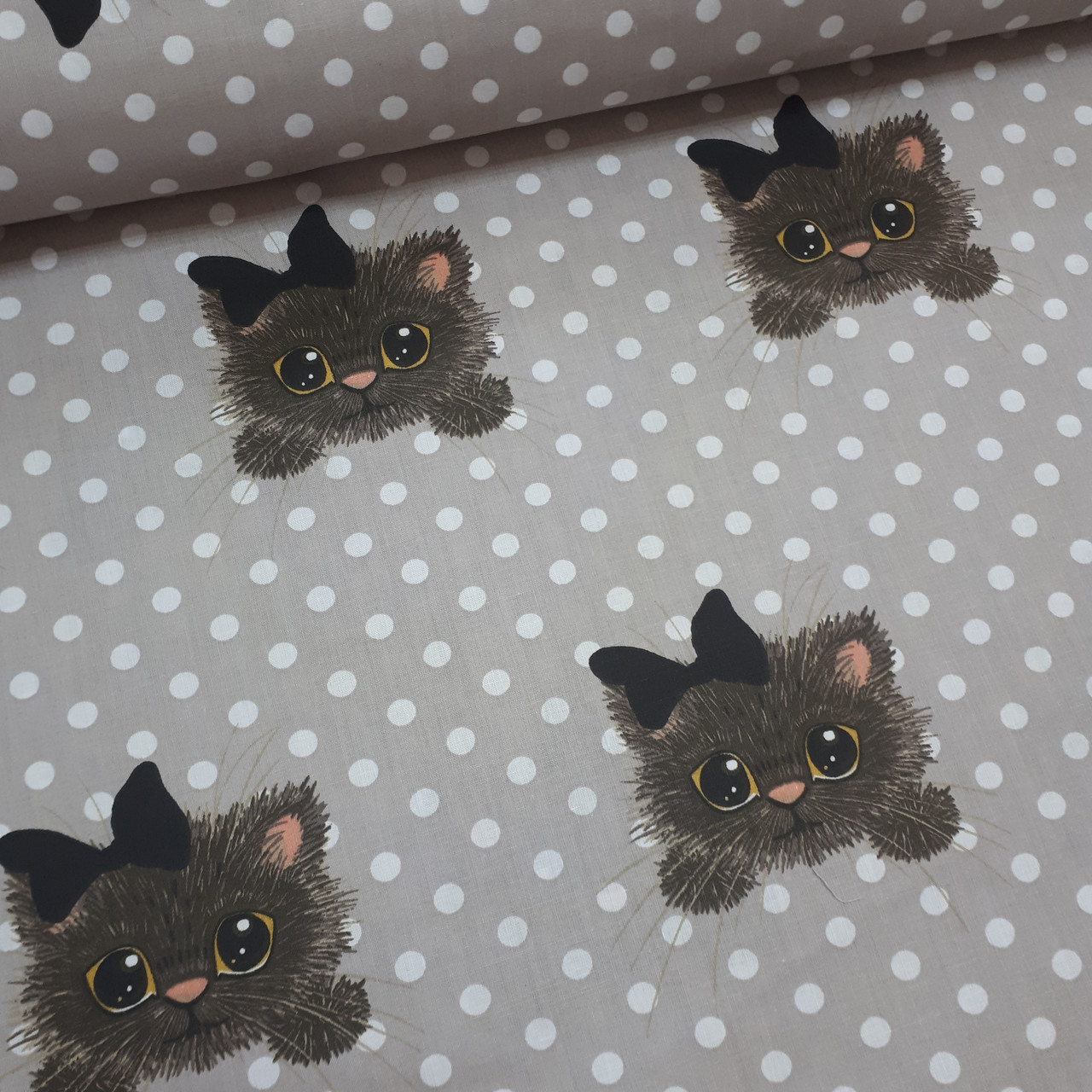 Ткань польская хлопковая, коты с черными бантиками на белом горохе