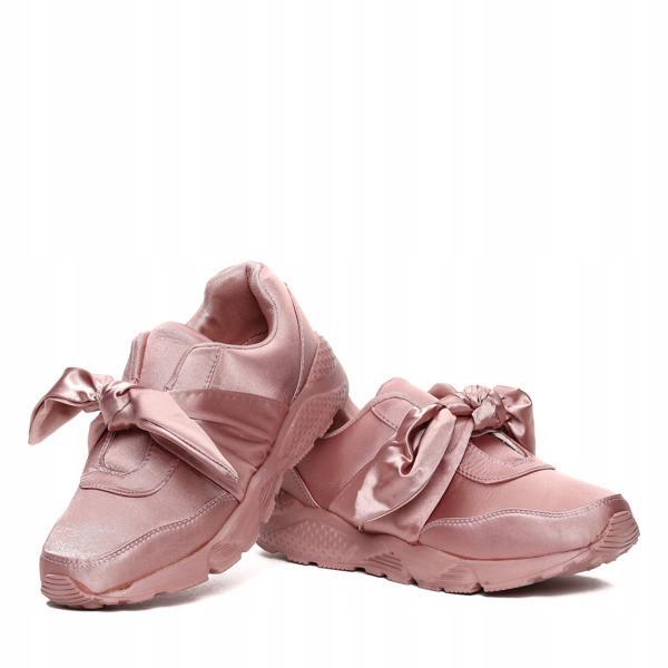 Модные стильные кроссовки по доступной цене
