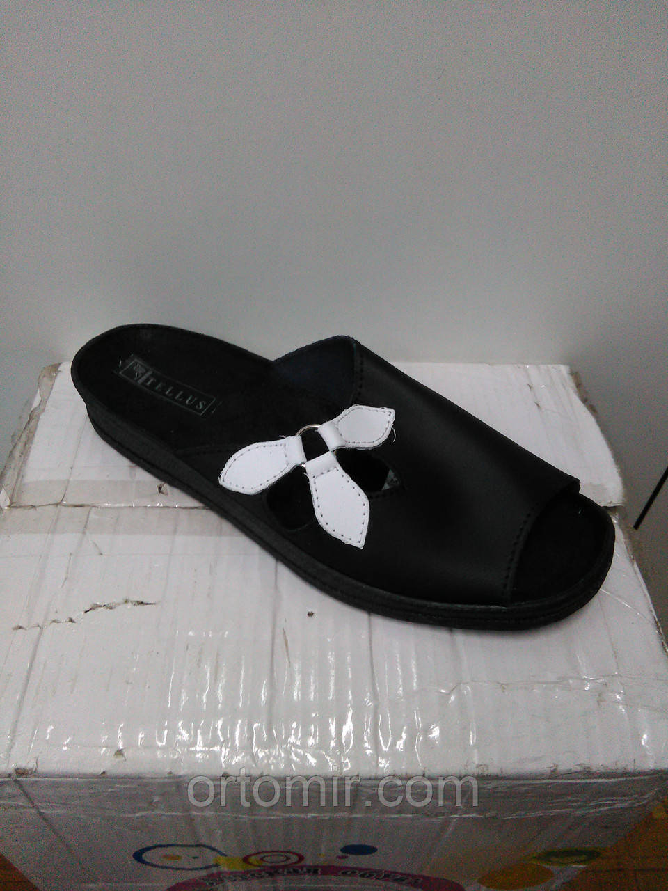 Тапочки черные  с открытым носком летние