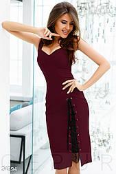 Платье на шнуровеке бордового цвета