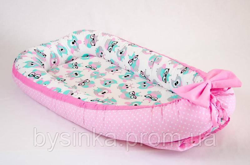 Кокон - позиционер для малыша с непромокаемым матрасом BabySoon Розовые совушки 50Х80см (457)