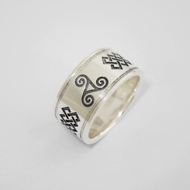 Серебряное кольцо с Трискелем