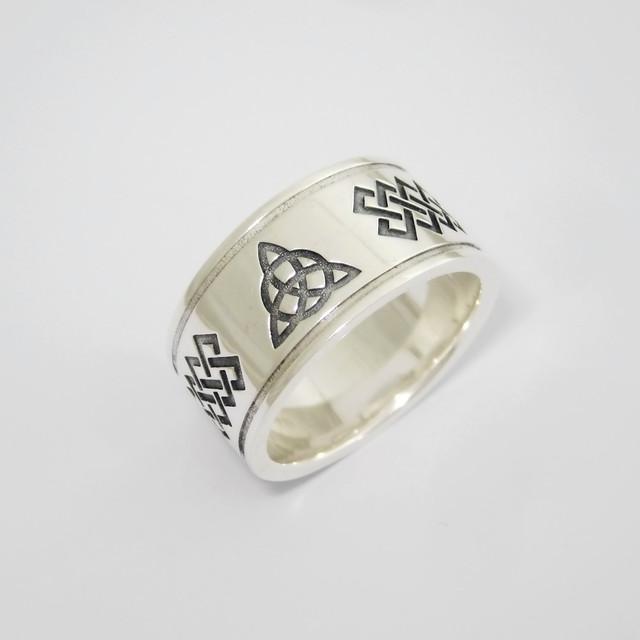 Серебряное кольцо с Трикветром