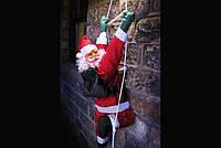 Новогодняя Игрушка Подвесной Santa Claus Декор для Дома Санта Клаус с Мешком Лезет по Лестнице 35 см, фото 1