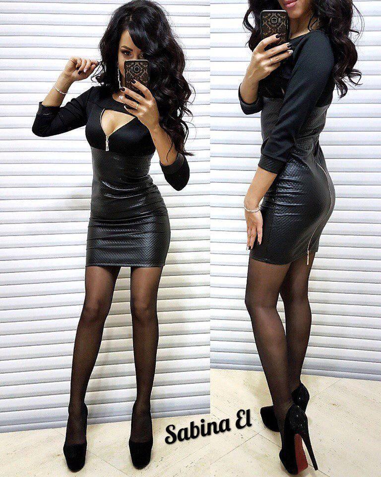 Платье короткое с декольте стеганная кожа и трикотаж