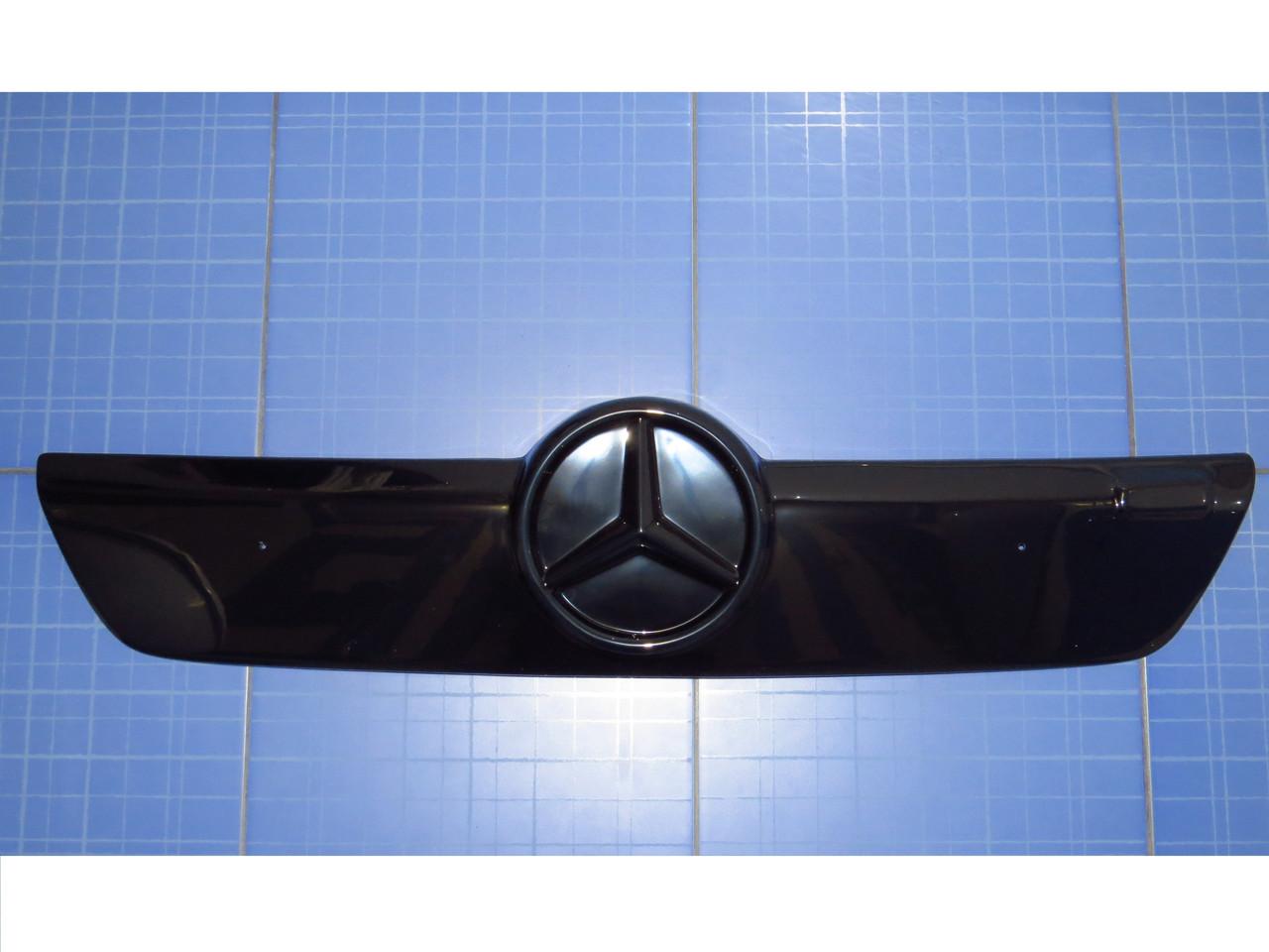 Зимняя заглушка решётки радиатора Мерседес Спринтер верх 2002-2006 глянец Fly. Утеплитель решётки Mercedes