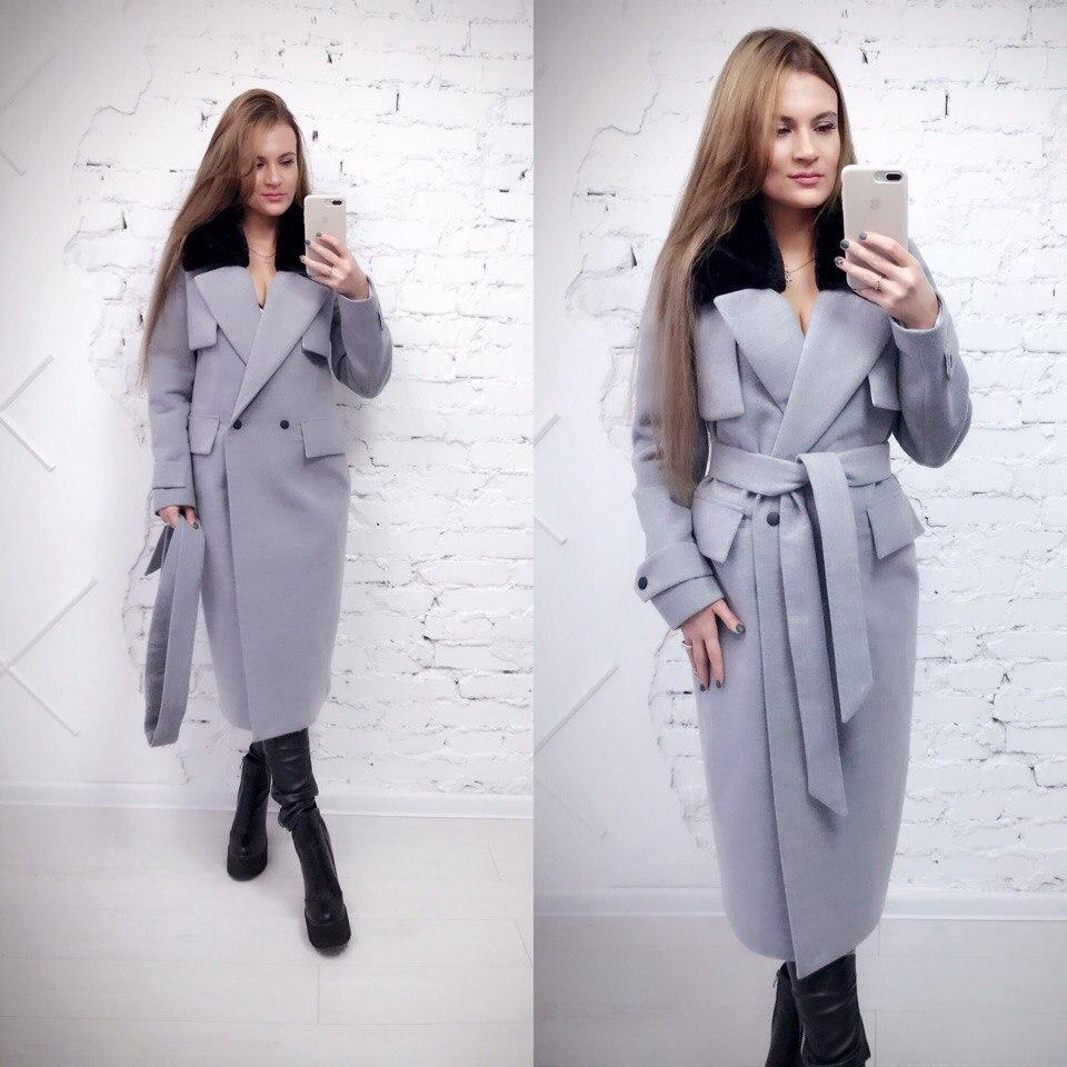 Зимнее удлиненное пальто классического стиля с мехом на воротнике 58pt28