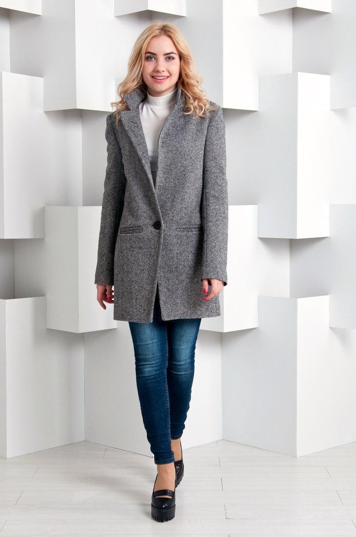Классическое женское демисезонное пальто с лацканами 64pt32