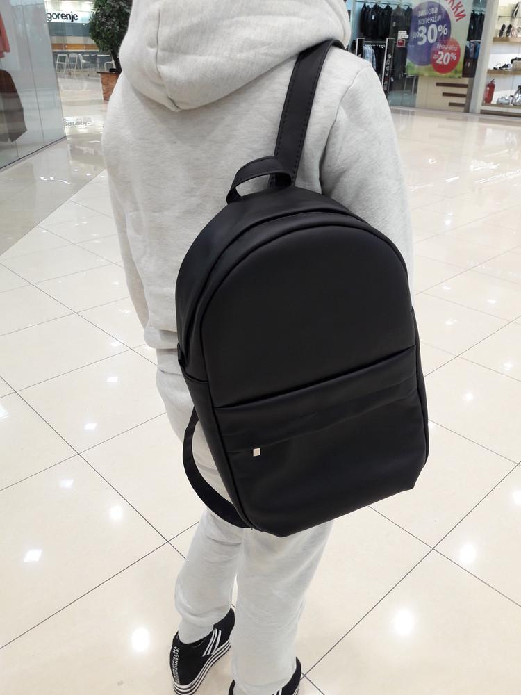 Большой женсикй  рюкзак черный для ноутбука скидка