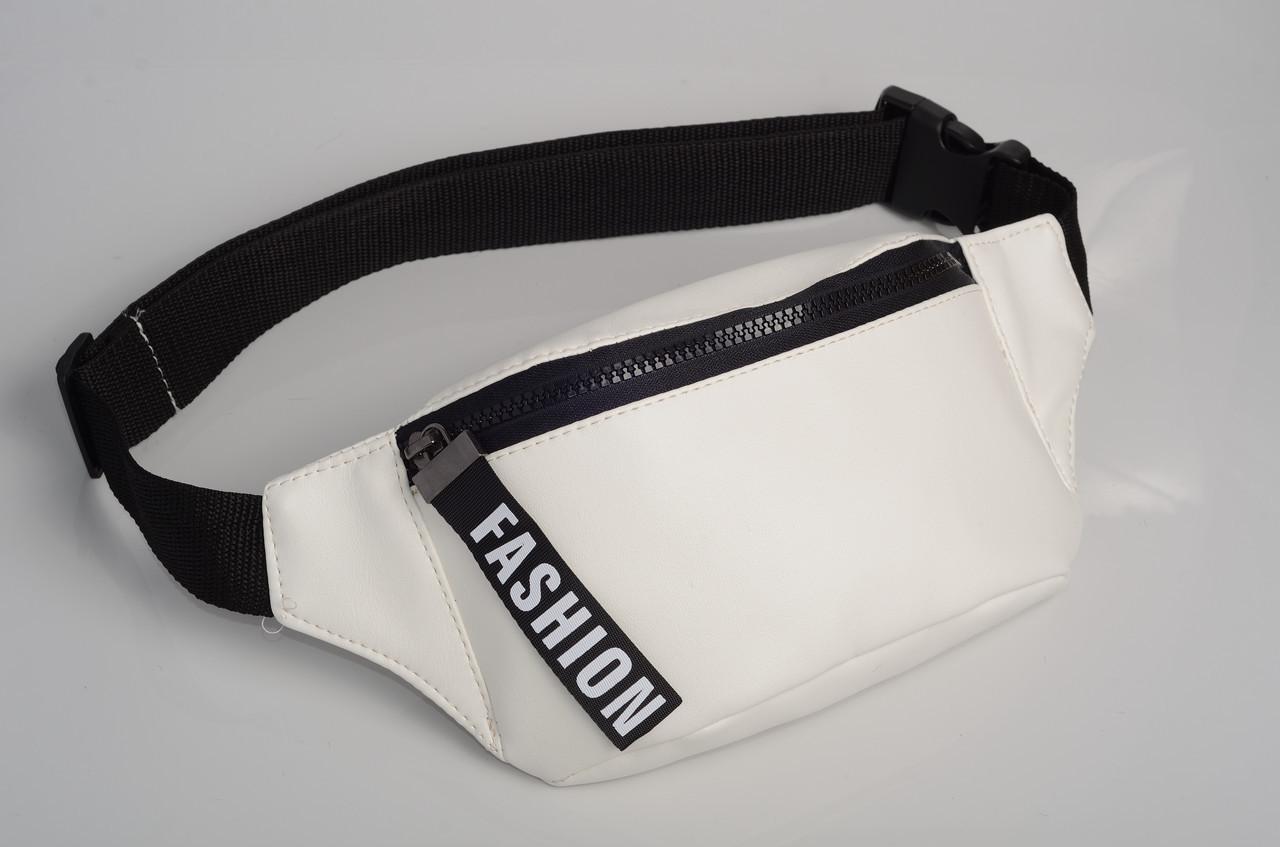 Белая сумочка на пояс с лентой скидка
