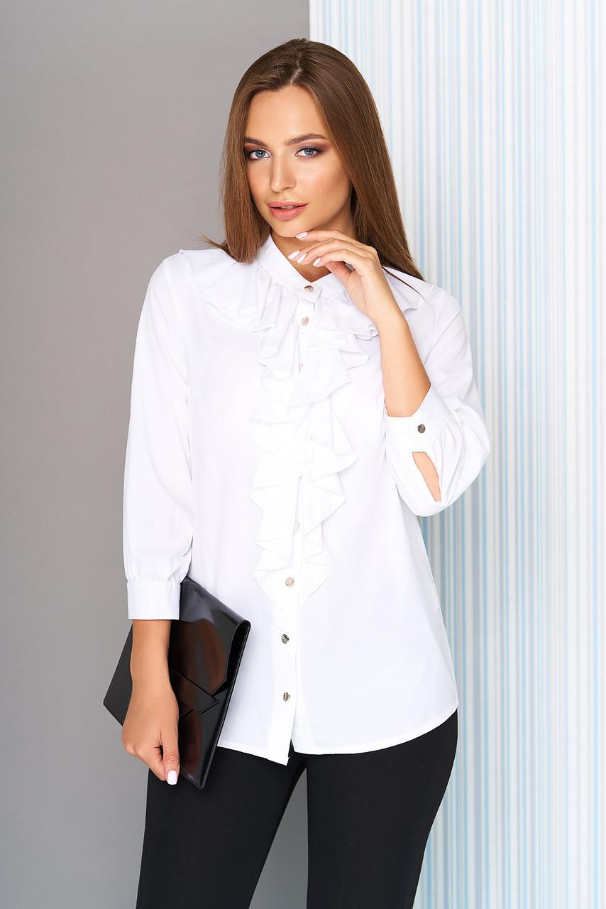 Белая блузка с воланом на пуговицах
